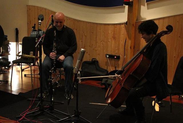 Ricardo Tehero (saxofones, clarinete) y Paloma Carrasco (violonchelo, piano) en el Sobrao de La Salchichería